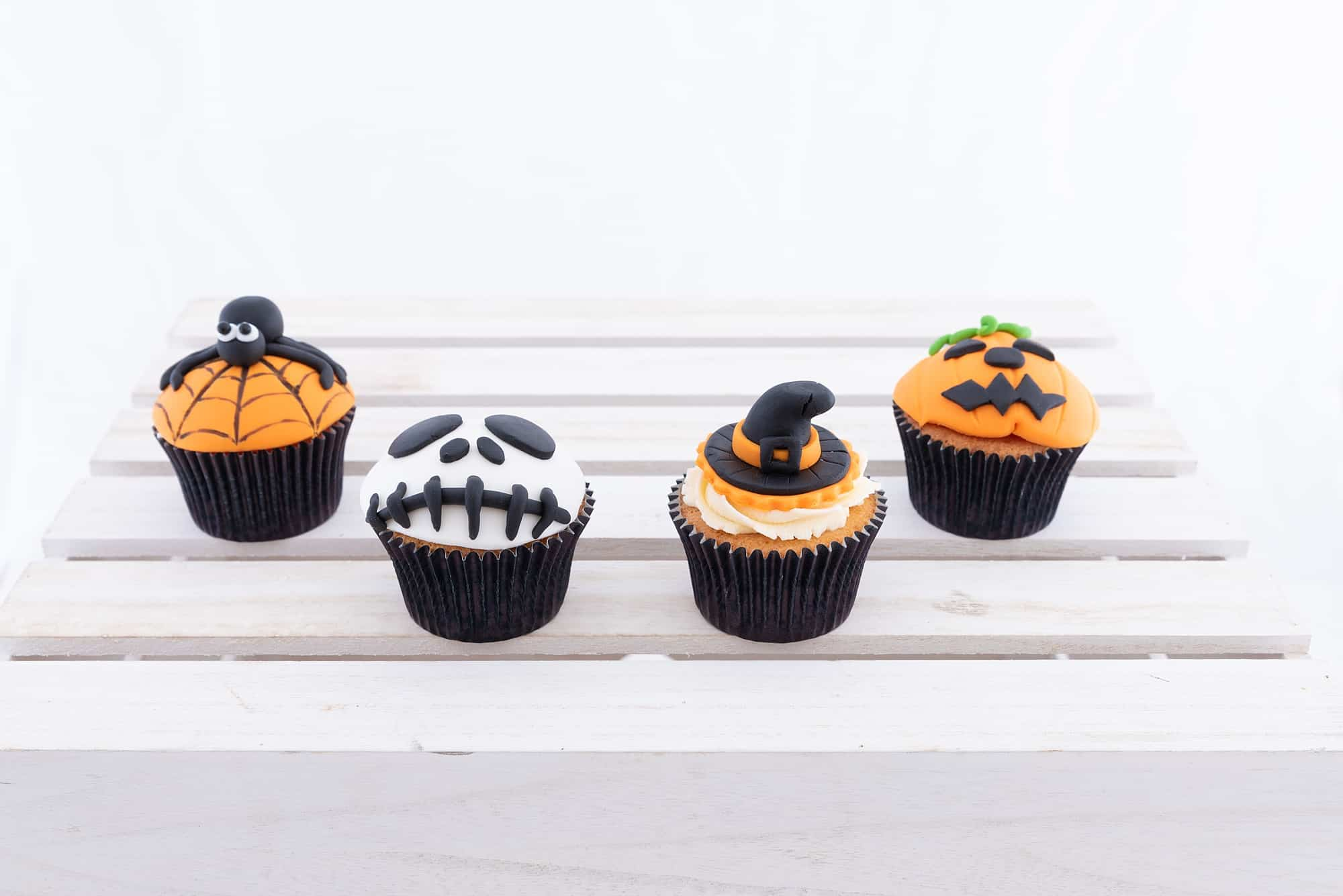 www.blossombakery.co.uk products i have photographed - Halloween cakes